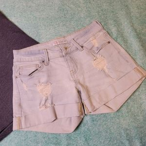 Vintage GUESS distressed cuff shorts Size 26